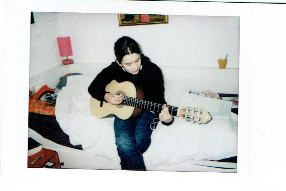 Rozi gitározik