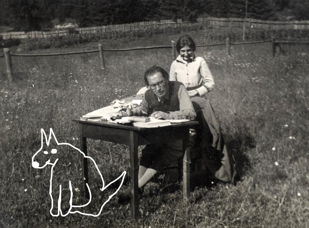 Szabó Lőrinc feleségével... és kutyájával.