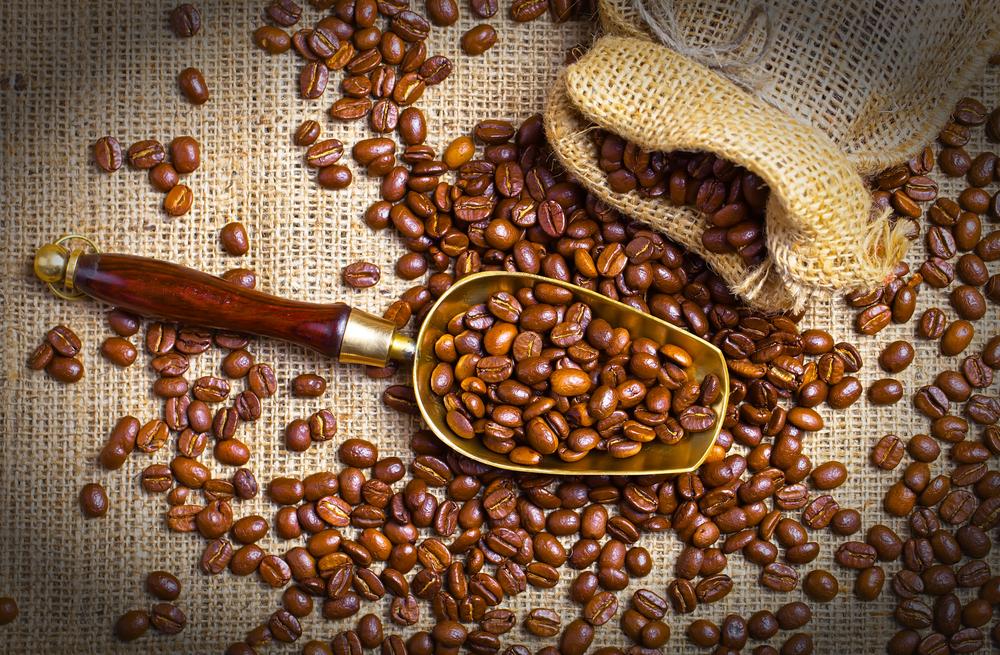 2698ae4c4e Én vagyok az, aki kávéval kel és kávéval fekszik. Legyen szó retró  feketéről, nescaféról, új hullámos kávéról, kapszulásról, ne adj isten  automatáról – én ...