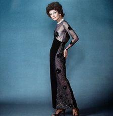 Audrey Givenchy ruhában az 1979-es Vérvonal című thrillerben