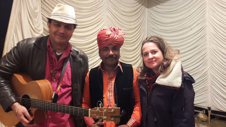 Szerzőnk a pakisztáni zenészekkel fellépés után