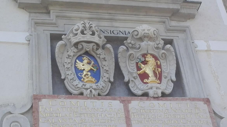 Esterházy Miklós és Nyári Krisztina címere