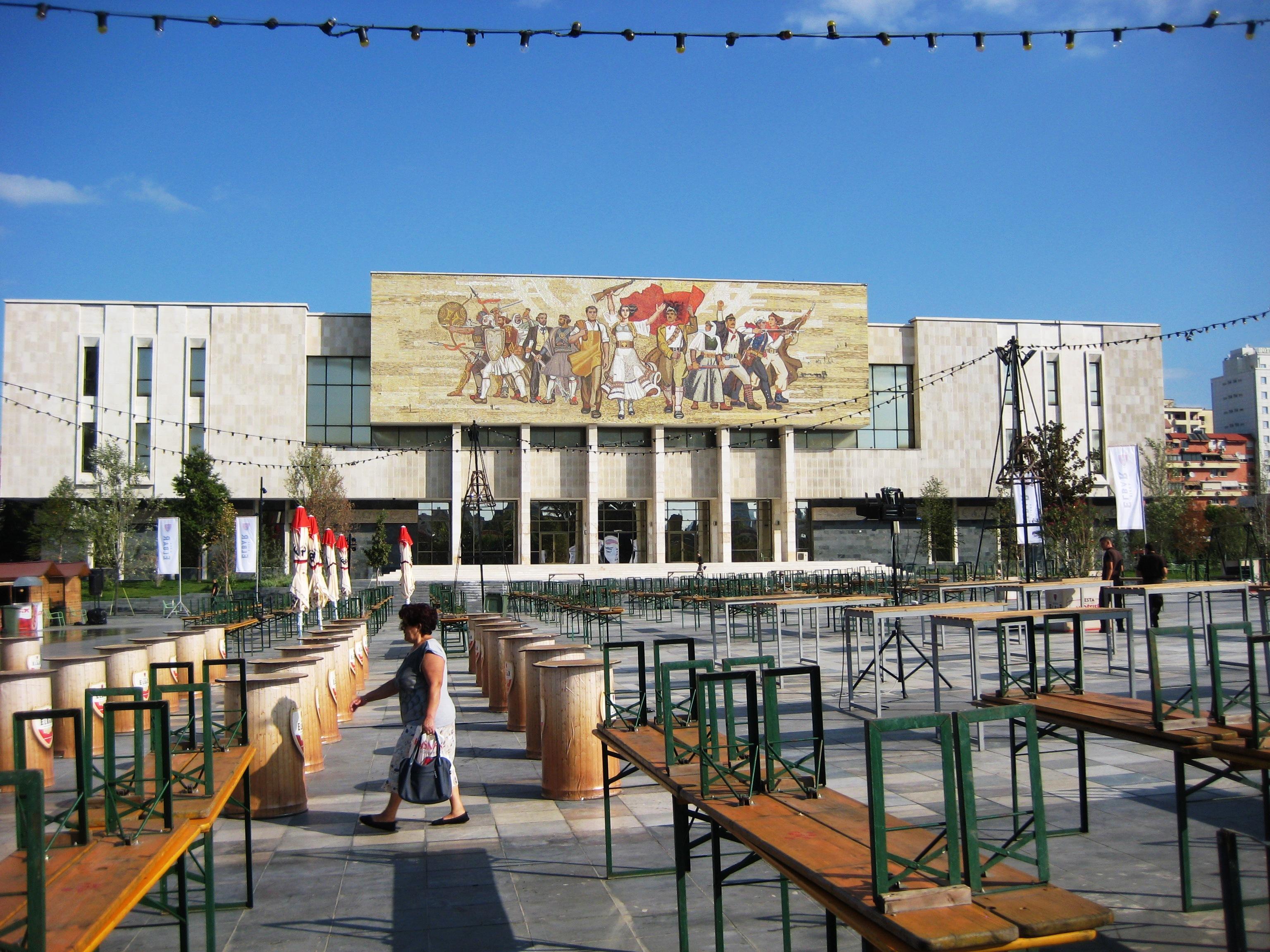 Tirana főtere