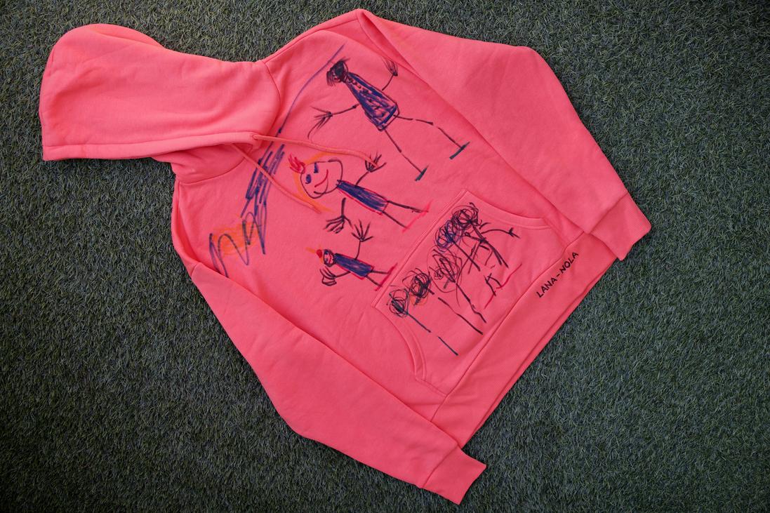 920432a76c6a Ha filc helyett textilfestékben gondolkodsz, akkor akár egészen pici  gyerekeket is bevonhatsz az alkotásba, hiszen a tenyérnyomdás, talpnyomdás  ruhadarabok ...