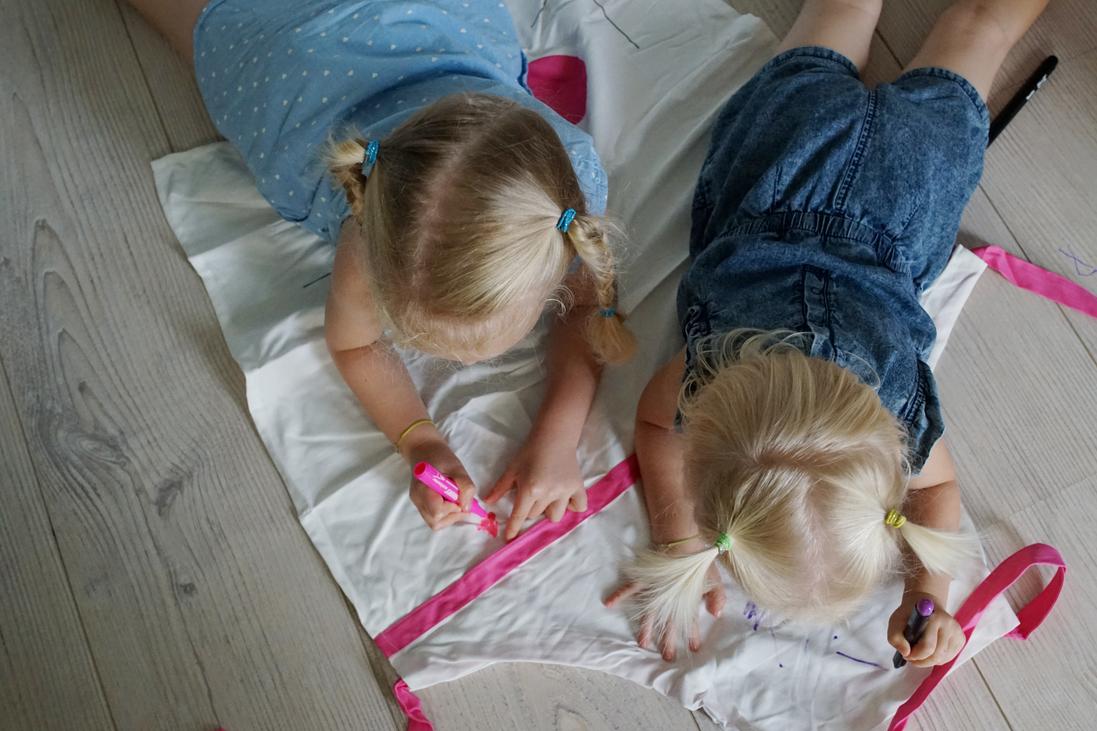 9751dee539a8 A lányaim nagyon szeretnek alkotni, ezért nálunk gyakran megesik, hogy ők  is részt vesznek néhány egyedi ajándék elkészítésében. Persze van, ami  koruknál ...