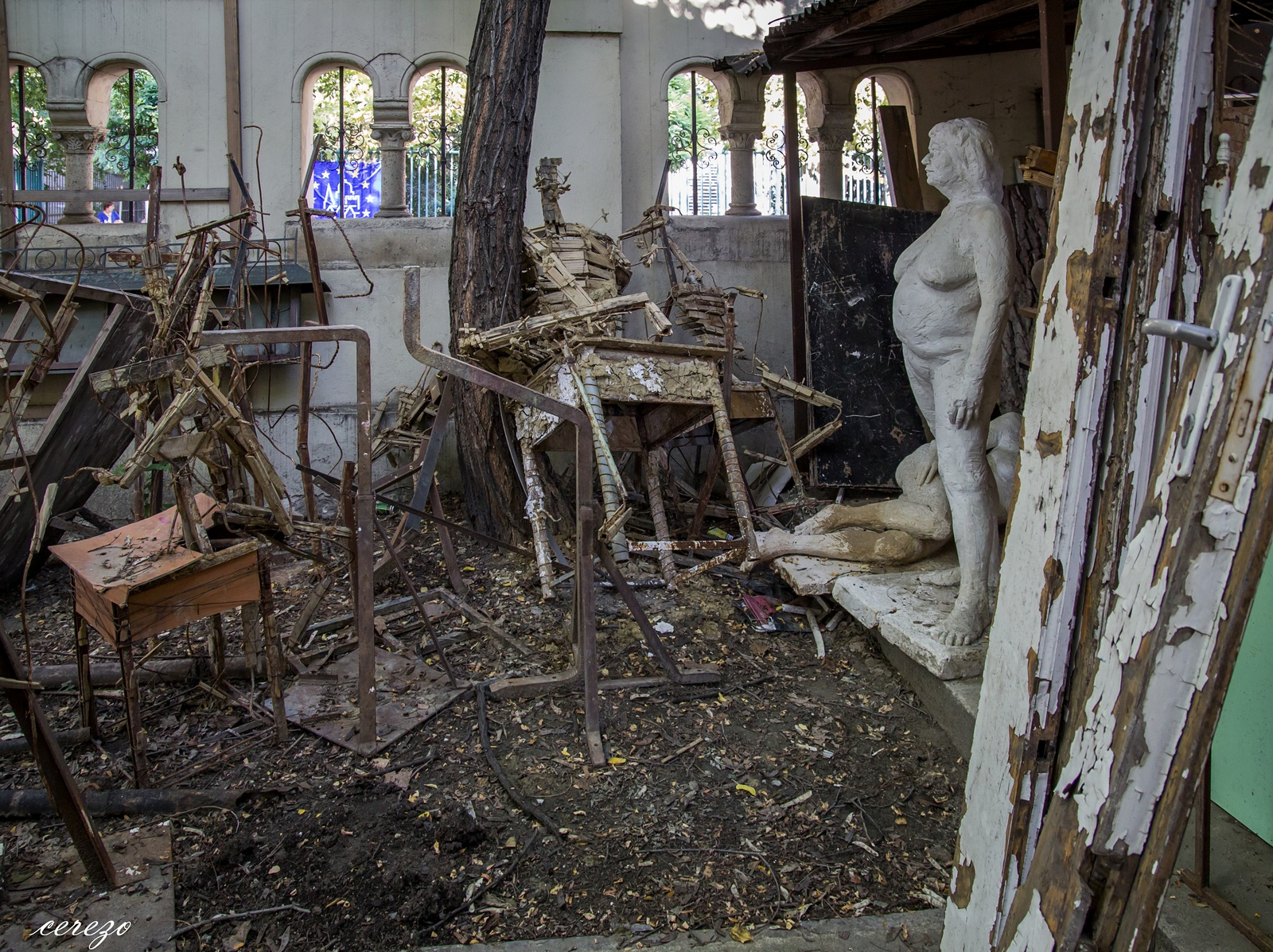 Eldugott helyek budapesten