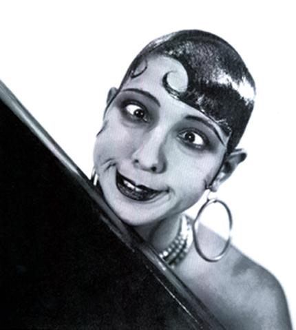 3f521cb460a6 A szórakoztató, könnyűvérű, mókázó nő képe azonban csak a felszín. Josephine  Baker ennél sokkal több volt: